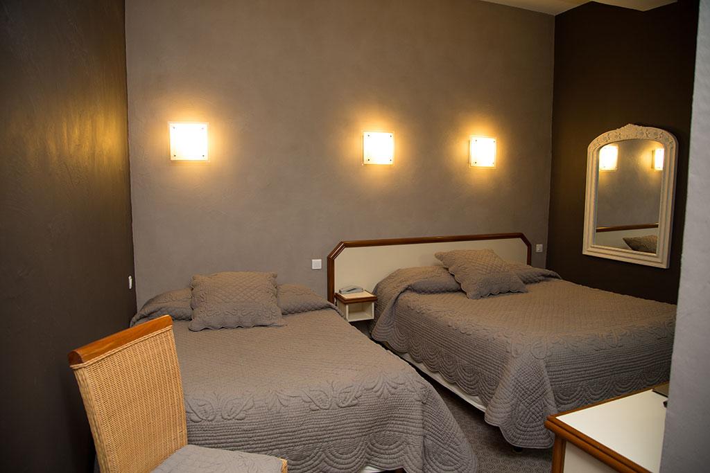 la farigoule hotel restaurant chambre lits jumeaux sainte - Lits Jumeaux