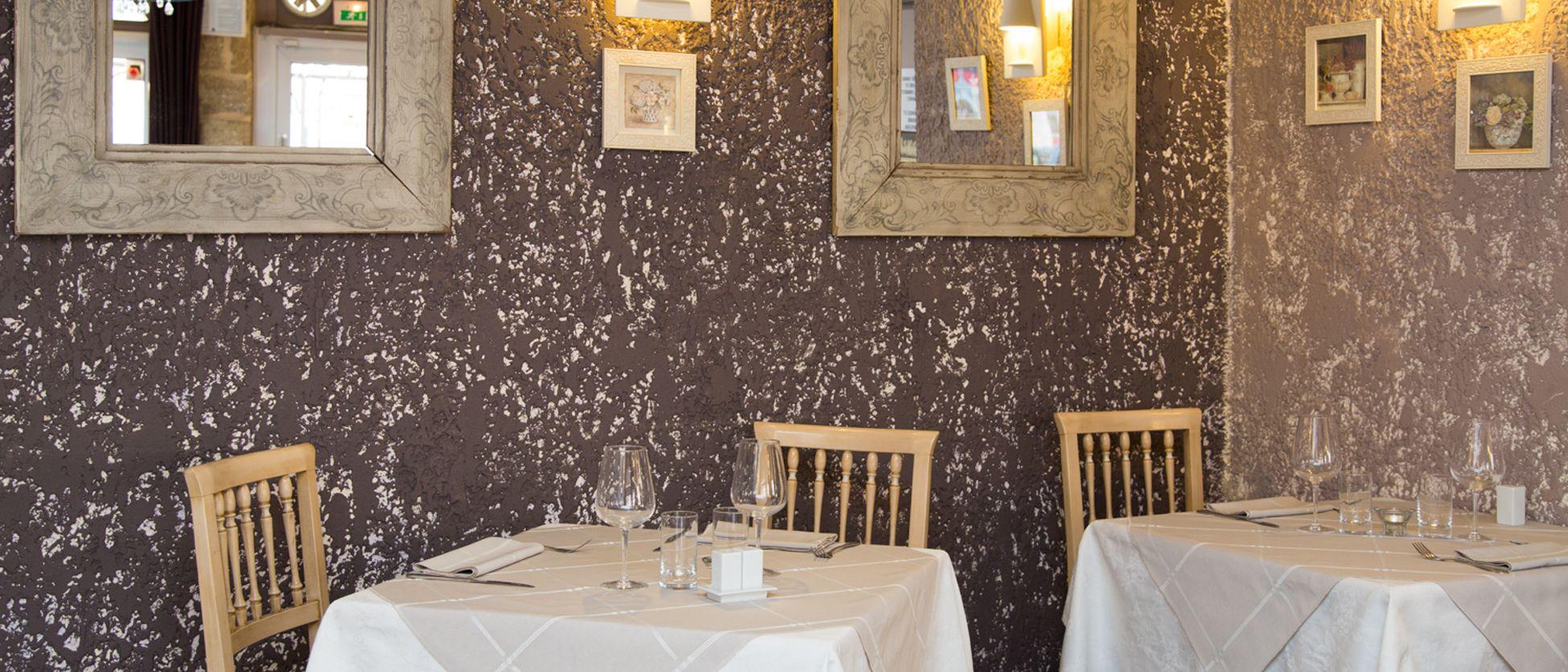 restaurant et h tel 2 toiles la farigoule sainte c cile les vignes en vaucluse. Black Bedroom Furniture Sets. Home Design Ideas